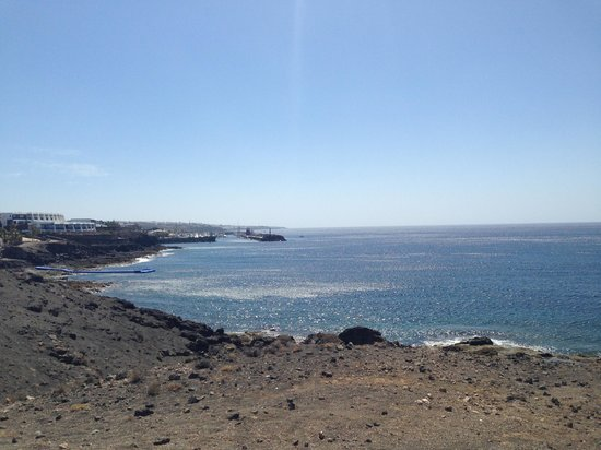 Hesperia Lanzarote: View of hotel from mountains