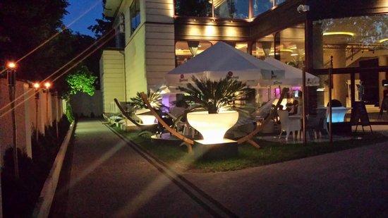 Bel 8 Restaurant & Lounge
