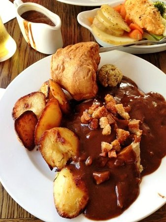 The Lock and Key Restaurant: Slices of roast lamb under all that delicious gravy, crisp crackling on top. Too good!