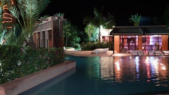 Club Marmara Madina : le soir piscine et bar