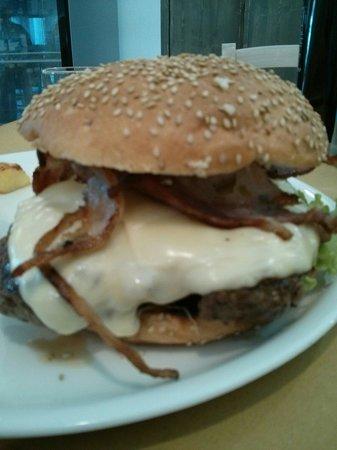 Macelleria Trattoria Fornaciari : Hamburger. 500 grammi...di paura!