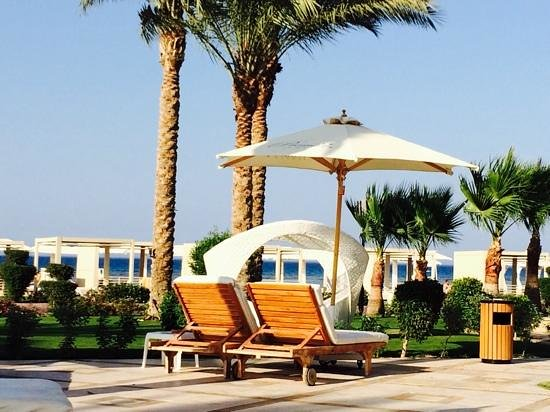 Premier Le Reve Hotel & Spa (Adults Only): Between pools and beach