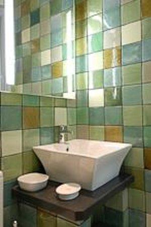 Rhosygilwen: Bathroom