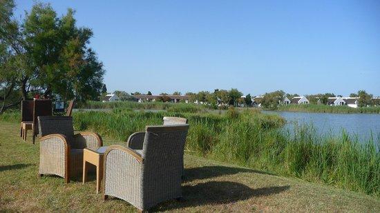 L'Auberge Cavaliere Du Pont Des Bannes: vue piscine restaurant