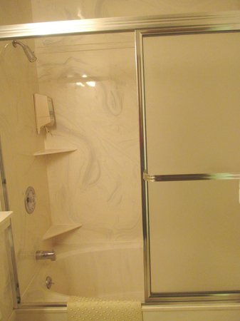 Siesta Motel: Faux Marble Fittings