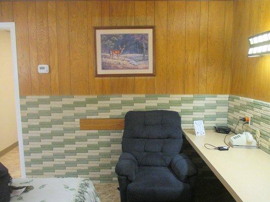 Siesta Motel: Wood Paneling and Tiling!