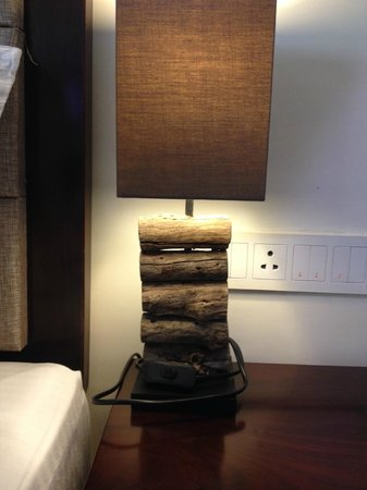 Pipal Tree Hotel : Cute wooden lamp