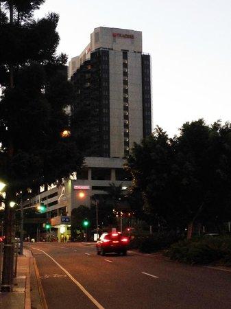 Hotel Jen Brisbane By Shangri-La: Street view