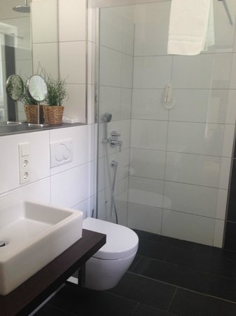 Stadtwald Hotel: BATHROOM
