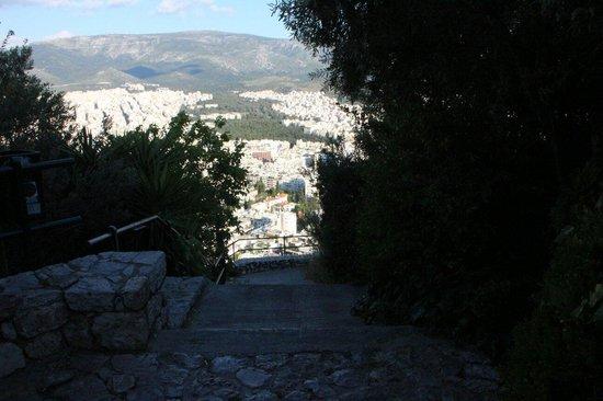 Acropolis Hill Hotel: Steiler Abstieg ind und Aufstieg zum Hotel