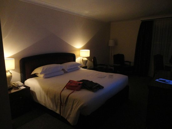 Millennium Gloucester Hotel London Kensington: Chambre spacieuse du Millenium Gloucester Londres