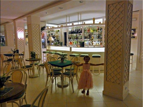 Hotel Solemar Terme Beach & Beauty: У бара в холле отеля