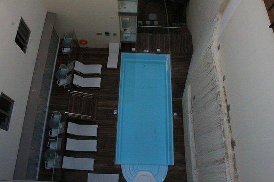 Acropolis Hill Hotel: Der Pool zwischen den Häusern