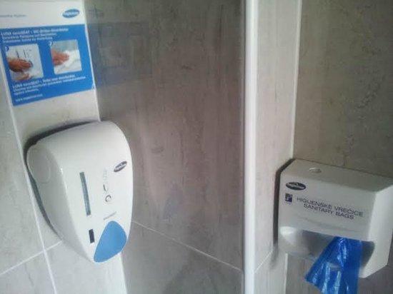 Hotel President: Great detail in bathroom!