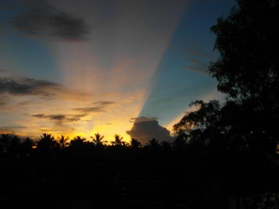 Coconut Island Cabanas and Restaurant: sunset
