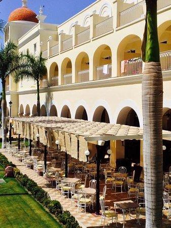 Hotel Riu Palace Cabo San Lucas: Outside dining area of main buffet