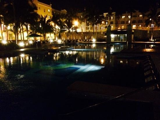 Hotel Riu Palace Cabo San Lucas: Picture of pool at night