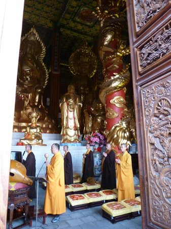 Three Pagodas reflection Park: Buddhist Ceremony
