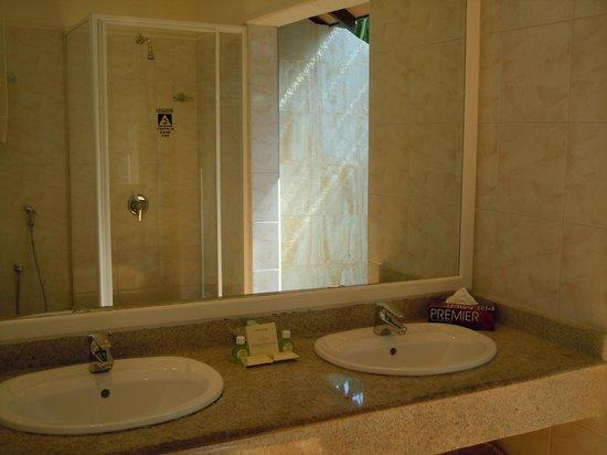 Adaaran Select Meedhupparu : Ванная комната
