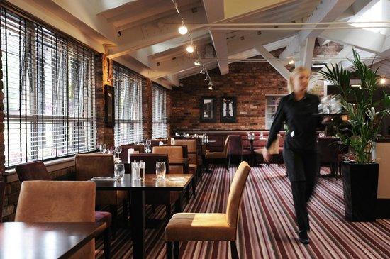 Village Manchester Hyde Hotel: Village Grill