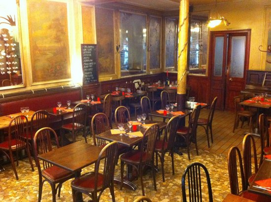 Photo of French Restaurant La Renaissance at 112 Rue Championnet, Paris 75018, France