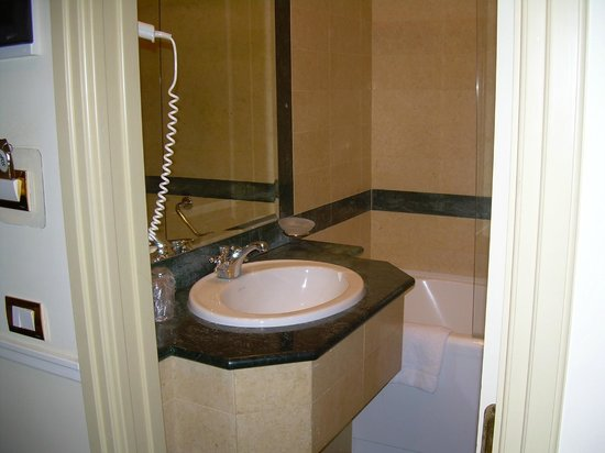 Donna Laura Palace Hotel : pequeñito pero completo con amenities
