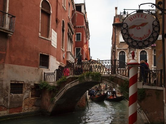 All'Angelo Hotel: View from Canal Foyer