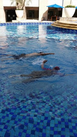 Novotel Jakarta Mangga Dua Square: Swimming Pool area