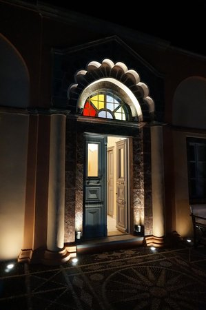 Markezinis Suites: The upper level entrance