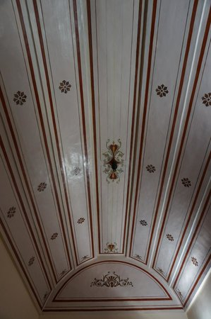 Markezinis Suites: Detail of the painted ceilings