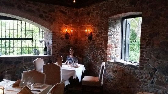 Old Stone Farmhouse: 6:30 dinner...