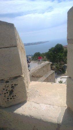 Castillo de Santa Bárbara: Försvar mot inkräktare