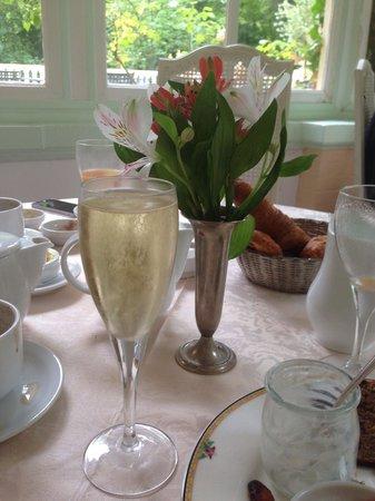Belle Isle sur Risle : Petit déj avec champagne