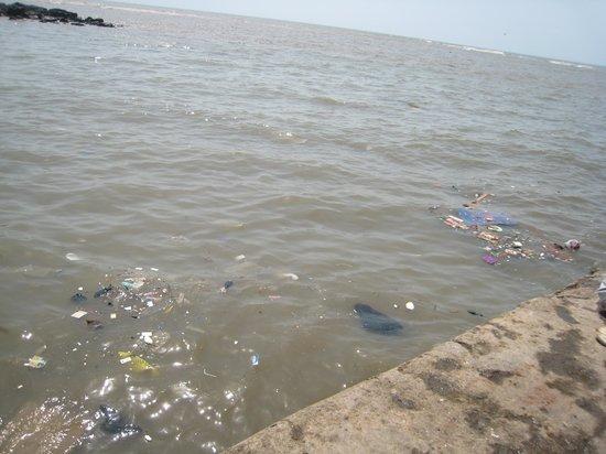 Haji Ali Mosque: Trash dumped