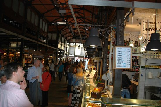 Mercado San Miguel: Crowded but a nice atmosphere