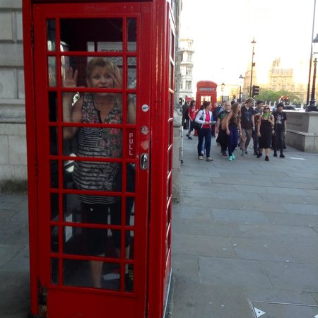 Buckingham Palace: Old time phone booth