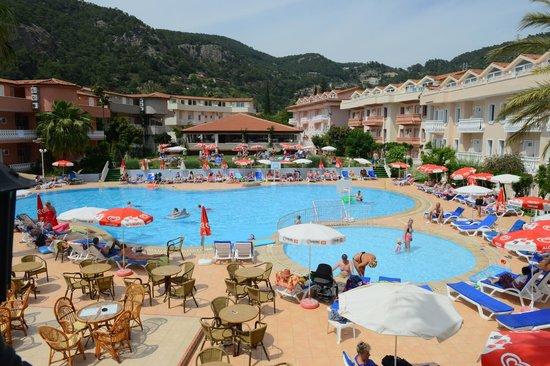 Turquoise Hotel: Pool Area