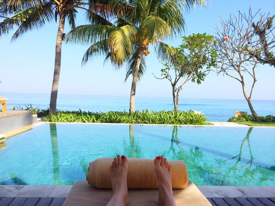 Qunci Villas Hotel: The view of the ocean from the swimming pool
