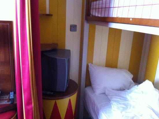 Vienna House Magic Circus Paris: Télé pour les enfants