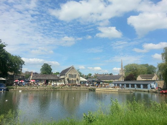The Riverside Lechlade: View of the pub from across the river