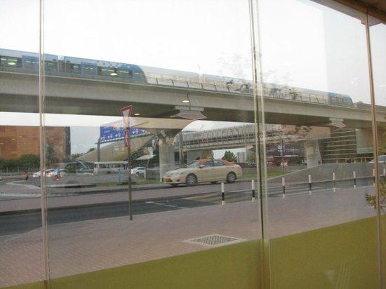 Cosmopolitan Hotel Dubai : возле метро