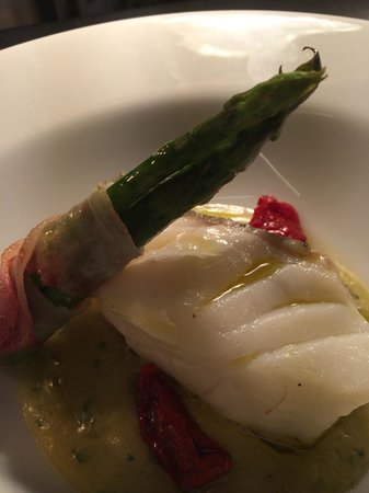 Angelo's Ristorante: Cod on cream of leek served with asparagus wrapped in Italian pancetta