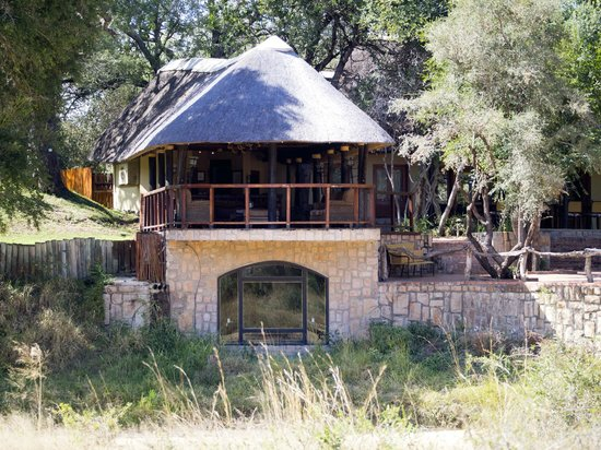 Shumbalala Game Lodge: winecellar