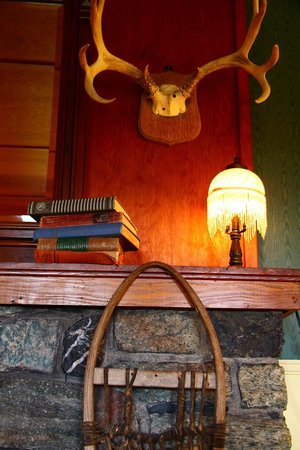Chilcotin Lodge: Authentic decor in the lodge