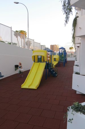 Apartamentos Aguamar: Free to use play park