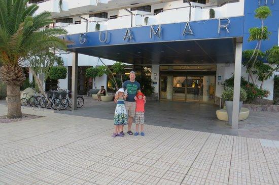 Apartamentos Aguamar: Front entrance