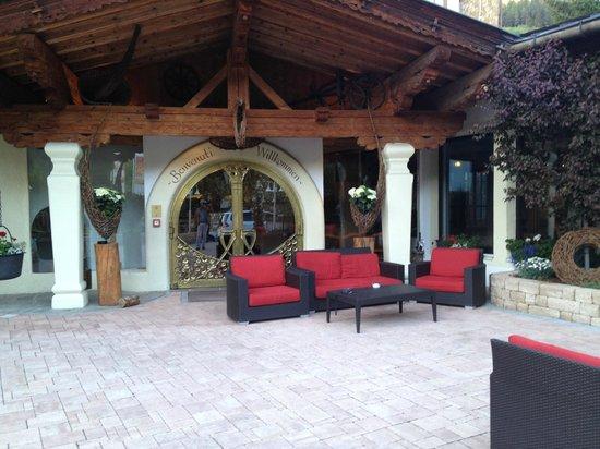 Wellnesshotel Almhof Call: Hotel Terrasse