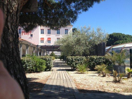 Inter-Hotel de la Plage : Vue arrière du bâtiment principal