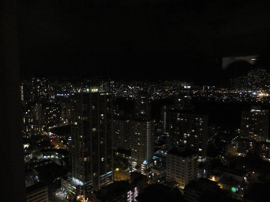 Aston Waikiki Beach Tower: マウンテンビューの夜景