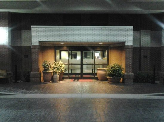 Hampton Inn Richmond: Front Entrance
